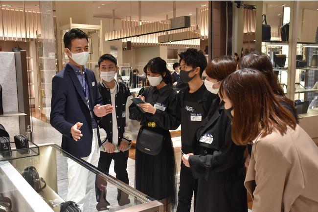 ⑤:現地調査(店舗視察)中の様子(1)_浦野 寛子