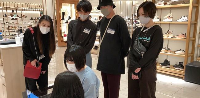 ⑥:現地調査(店舗視察)中の様子(2)_浦野 寛子